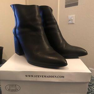 Steve Madden Black Leather Jillian boots